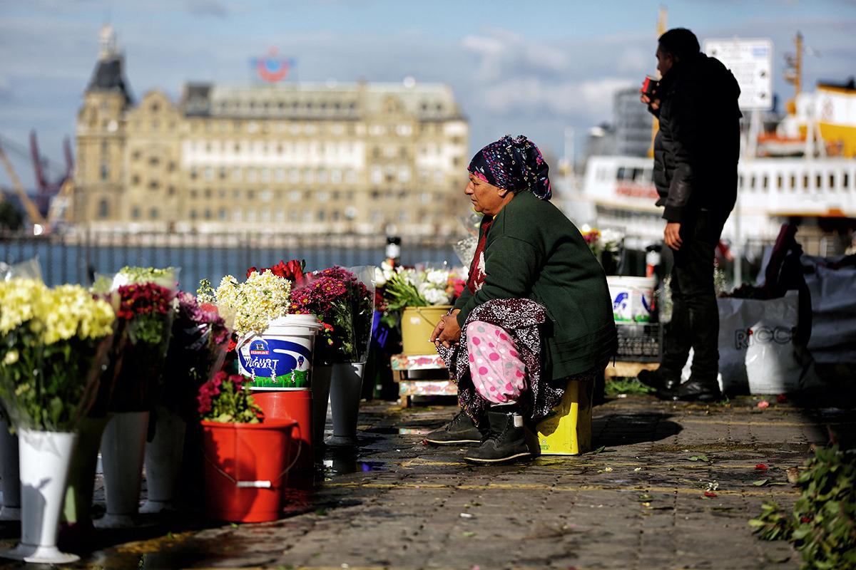 Day 14 —Kadıköy Pier -  Flower sellers.