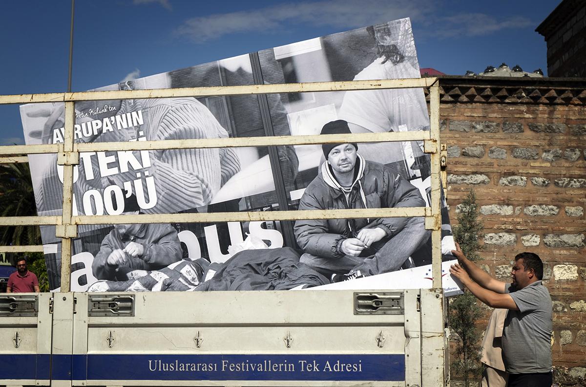 Day 147 —Üsküdar –  Billboard transporting truck.