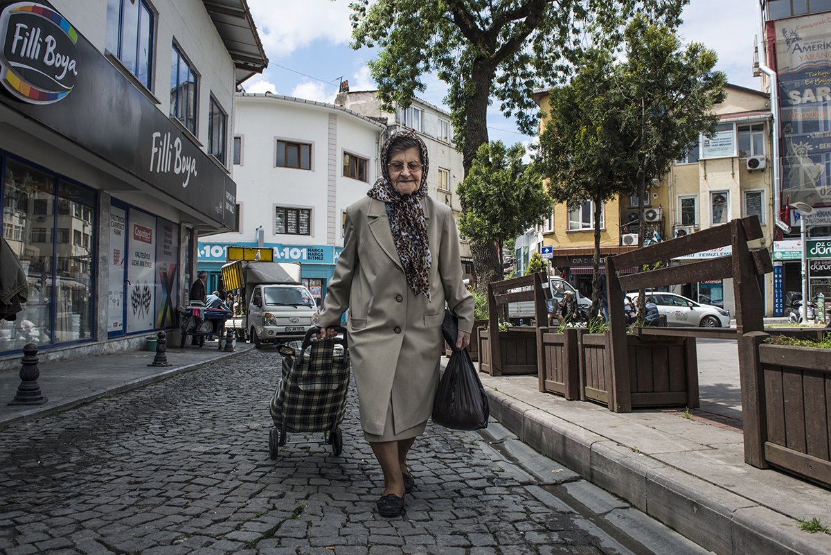 #127 —Sarıyer –  Old aunt Özcan is 82 years old. She raised her 3 sons by sewing at home after losing her husband at a young age.  She keeps 2 cats at home and takes care of the rest in the neighbourhood.